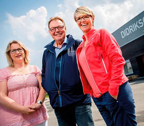 Foto: (f.h) Grethe Holen,markedssjef,  �yvind Danielsen adm.dir. i Didriksons Norge og saksbehandler Lise Bergum fra Conecto Gj�vik.