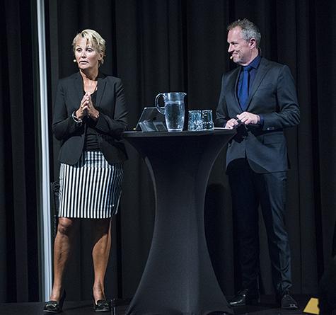 Foto: Anette Willumsen, adm. direkt�r i Lindorff  og Per Henrik Stenstr�m, dagens konferansier og foredragsholder. Foto: Klaudia Lech.