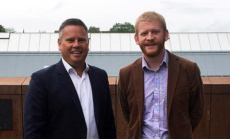 Foto: Direkt�r Divisjon Kunde & Salg Benjamin Asplund fra Lindorff, her med kredittsjef Tommy Henriksen fra Optimera